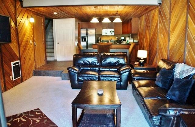 #331-Modern 2-Bedroom Steps from Canyon Lodge -