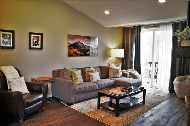 #369 - Mountain Luxury Completely Remodeled Snowcreek V, 3 Bedroom, 3 Bath Condo, with Mountain Views -